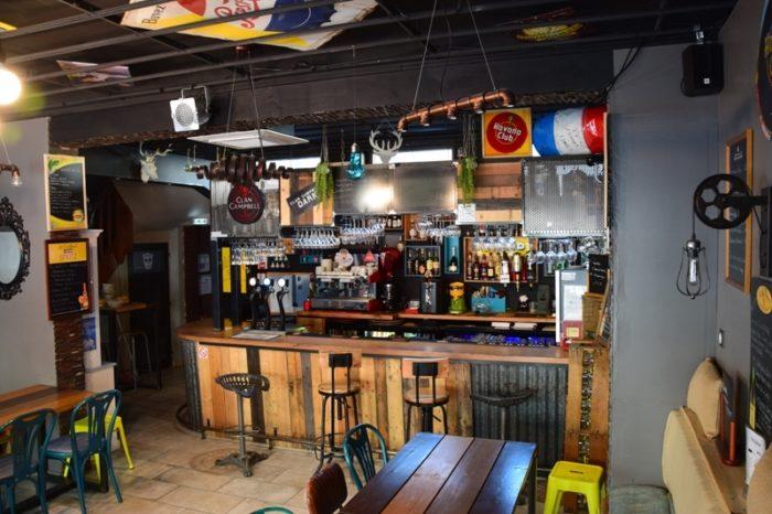 Atrium-bar-et-tables