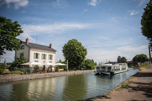 Briare- Les bâteaux touristiques -Pont-canal de Briare