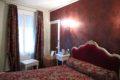 Chambre rouge côté