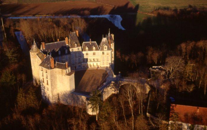 Chateau_de_Saint_Brisson_sur_Loire_01