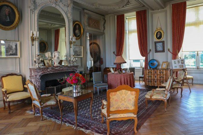 Chateau-de-la-Bussiere-A.Rue-salon-blanc