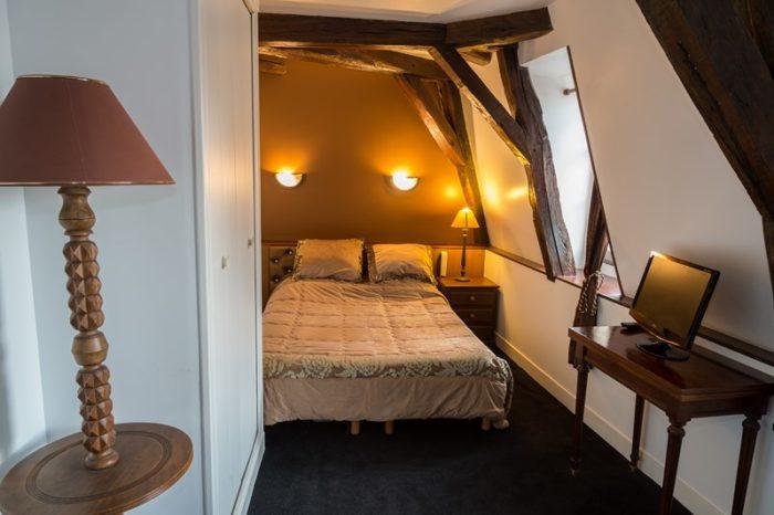 Hôtel Henri IV chambre marron