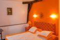 Hôtel Henri IV chambre orange