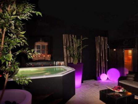 Lounge and Spa_jacuzzi